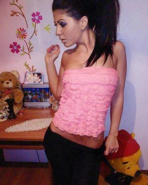 Louanne from Blountsville, Alabama is looking for adult webcam chat
