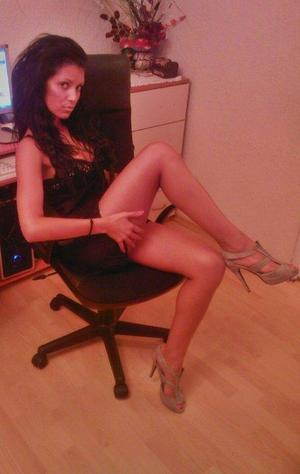 Nickie is looking for adult webcam chat