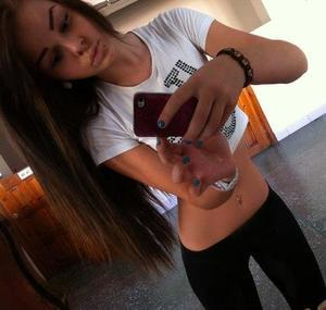 Wava from Pennsylvania is looking for adult webcam chat